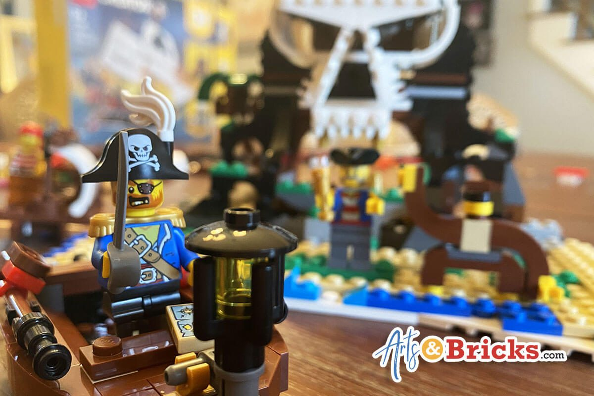 Kid-Review of LEGO Creator Pirate Ship Skull Island, Set 31109