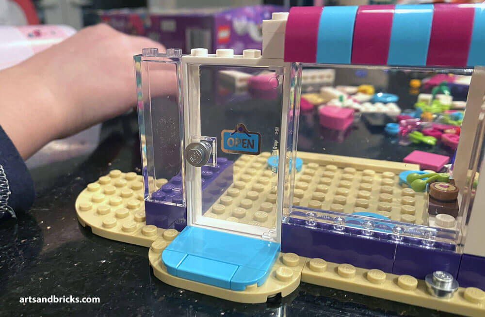 At six-years-old, my daughter loves dolls of all shapes and sizes. This makes the LEGO Friends series a good fit for her age-appropriate creative play.